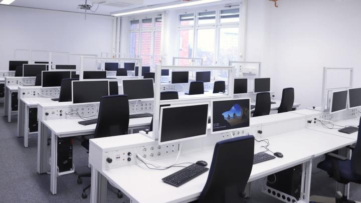 Mit vernetzten Arbeitsplätzen können komplexe Produktionsbedingungen simuliert werden